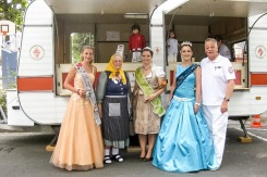 Apfelweinköniginnen mit ARV-Helfer